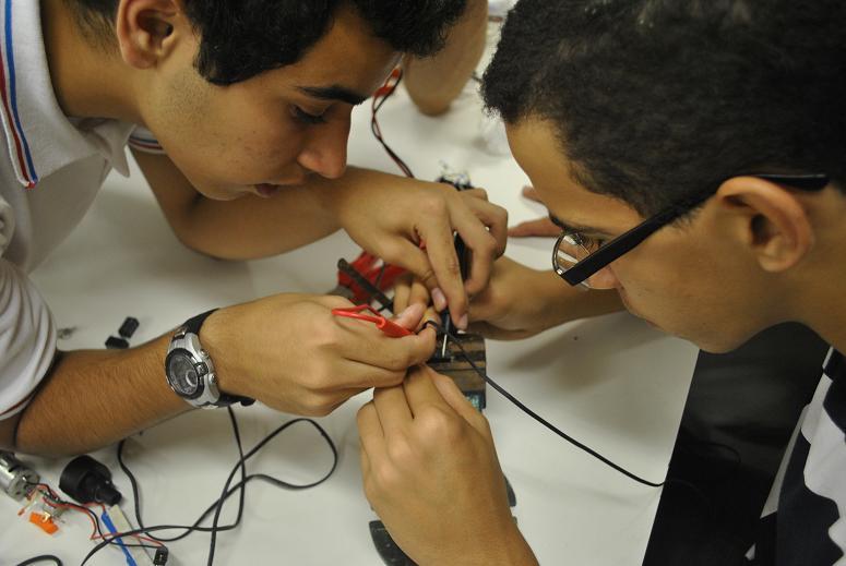 Desenvolvimento de plataforma Livre de Robótica em oficinas experimentais no Ensino Médio