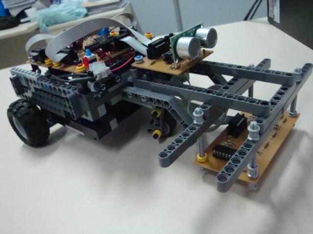 Desenvolvimento de uma plataforma  modular microcontrolada aplicada a robótica móvel